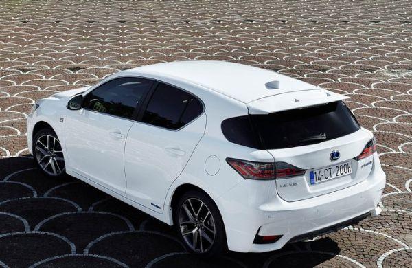 2015 Lexus CT200H Review