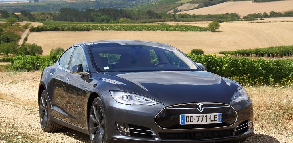 2015 Tesla Model S P85D Test And Review