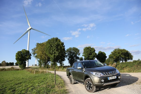 Mitsubishi L200 DOUBLE CAB 4WD 2016 Test and Review