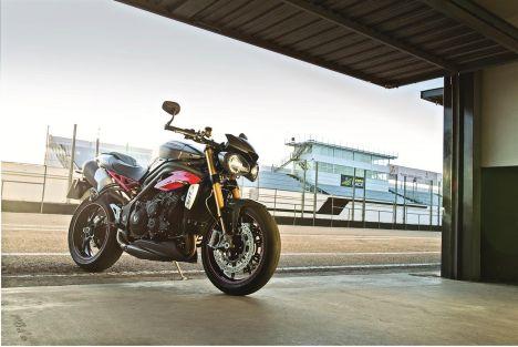 2016 Triumph Speed Triple 1050 S & R, Specs, News, Photos