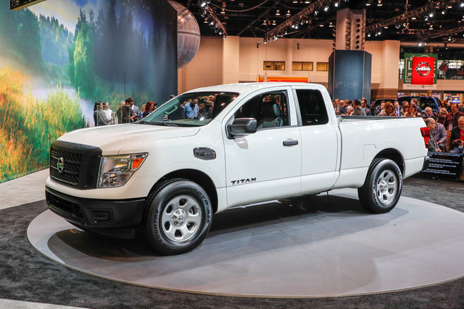 2017 Nissan Titan King Cab First Look
