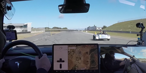 What happen if the Tesla 3 raced on the track ?