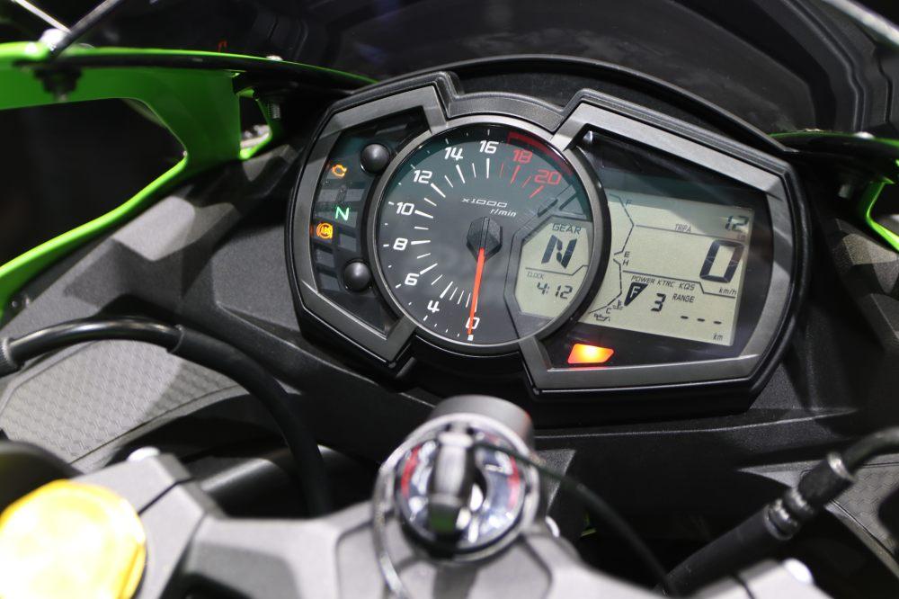 Kawasaki Ninja ZX-25R Specs and Details