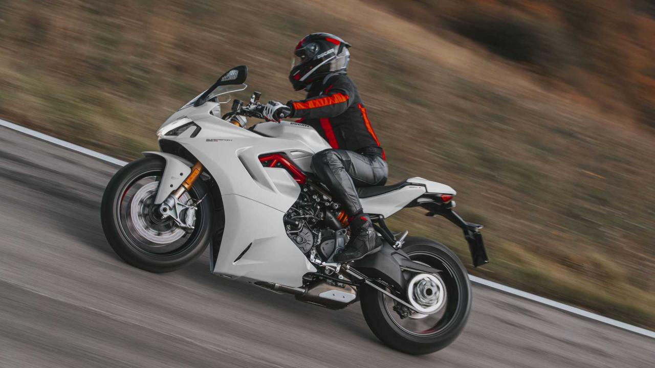 The Ducati SuperSport 950 2021