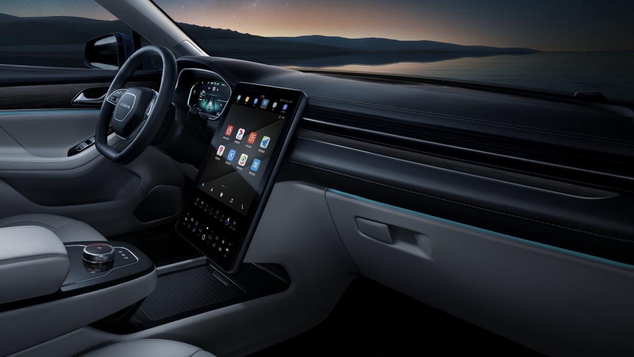 Huawei launches into the automotive industry with the Seres SF5