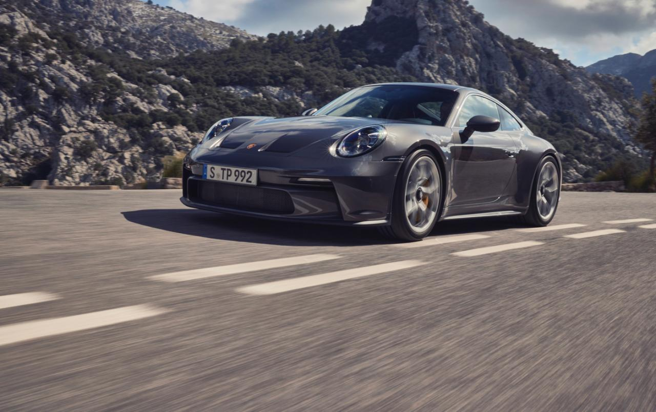 This is the new Porsche 911 GT3 (2022) with touring package