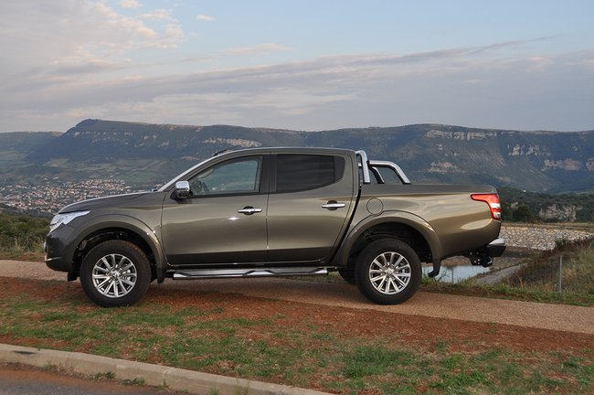 Car test & Review: Mitsubishi L200 (Specs, Price)