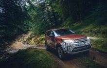 Land Rover Discovery, the 7-seater SUV that loves mud!