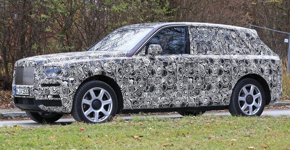 "The Rolls-Royce SUV ""Cullinan"" Spied in camouflage"