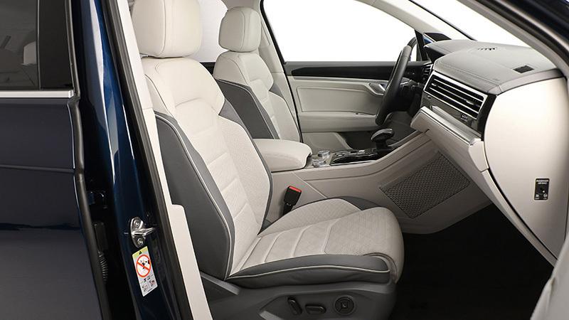 2018 Volkswagen Touareg Interior Review