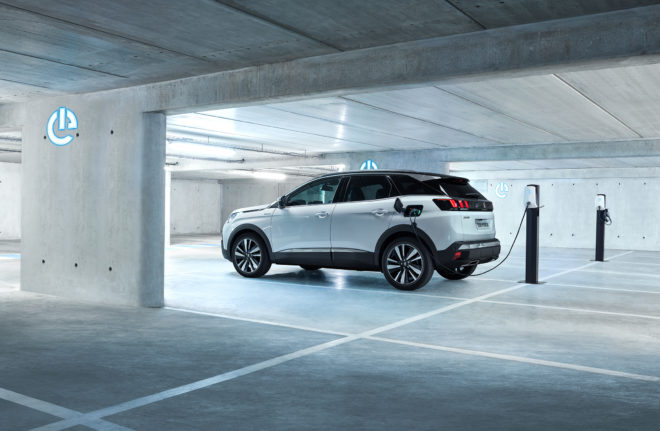 Peugeot 3008 Hybrid 4: 300 hp and 59 km of electric range