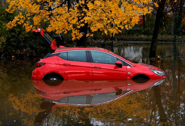 Flooded car - what can the effects be and how to save it?