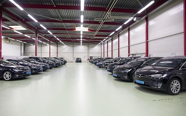 Defects in Tesla cars: taxi company demands 1.3 million euros in damages